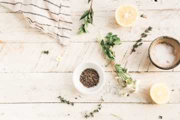 7 SURPRISING NATURAL CLEANERS YOU ALREADY HAVE IN YOUR KITCHEN