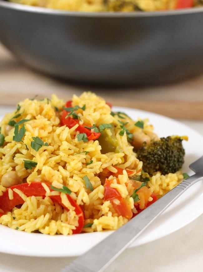 Vegan paella recipe. Slow cooker paella